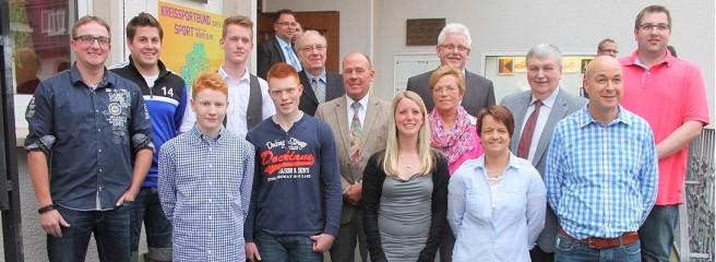 Das Ehepaar Simon, die Jungs vom Hohen Stein und das Jugendparlament Olpe wurden beim SPD-Jahresempfang ausgezeichnet.  Foto: Voss